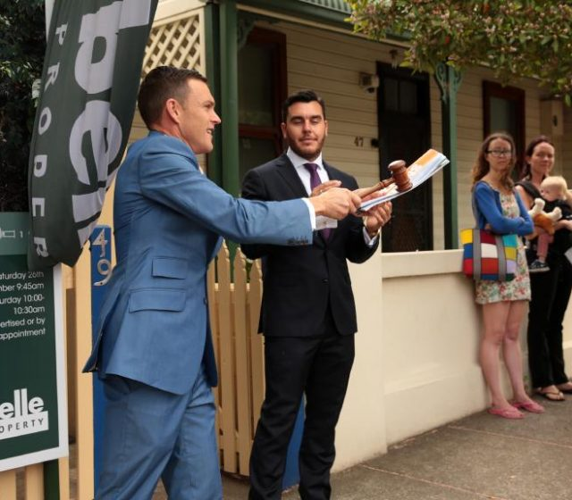 Home auctions withdrawn amid virus changes