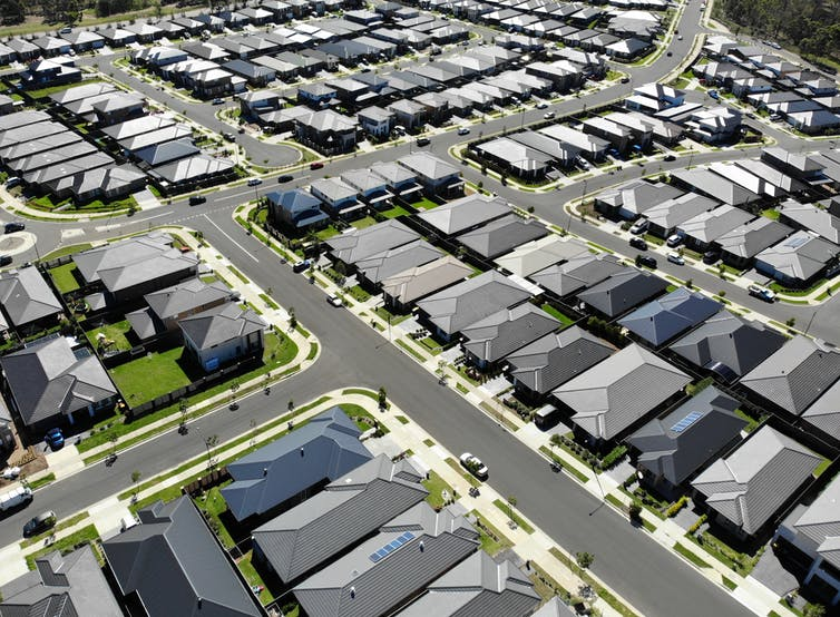 https://sourceable.net/the-great-australian-dream-new-homes-in-planned-estates-may-not-be-built-to-withstand-heatwaves/
